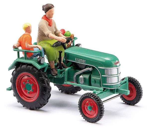 Traktor Kramer KL11 mit Bäuerin und Kind