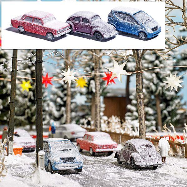 Drei verschneite Autos