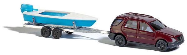 Mercedes M-Klasse mit Boot