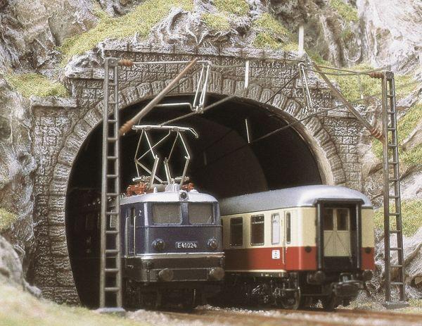 Zwei E-Lok-Portale