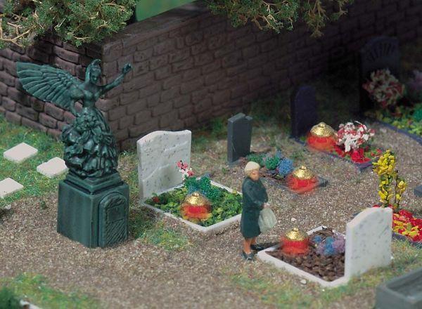 Gräber mit Grableuchten