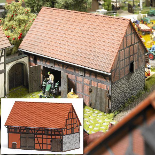 Bauernhof: Scheune mit kleinem Stall