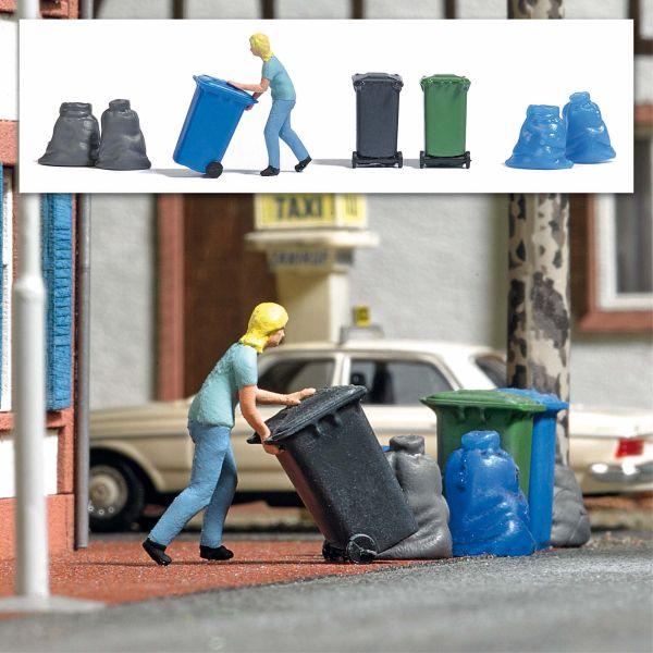Action Set: Frau mit Mülltonne