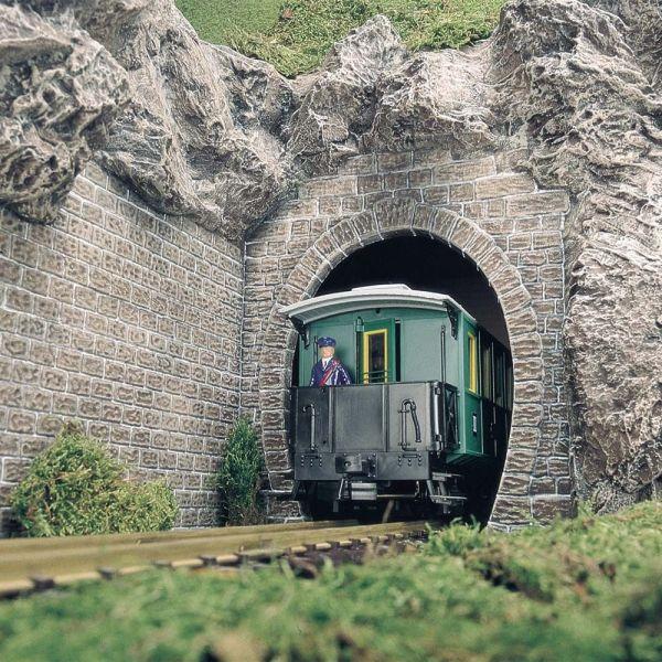 Zwei Tunnelportale