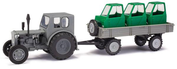 MH: Traktor Pionier + Anhä./Fahrerhäuser