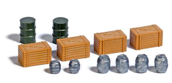 Holzkisten und Fässer